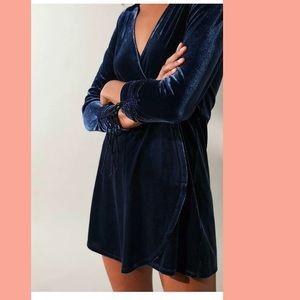 Women's Blue Uo Goldmine Velvet Surplice Romper